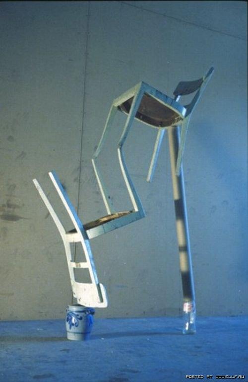 sillas en equilibrio